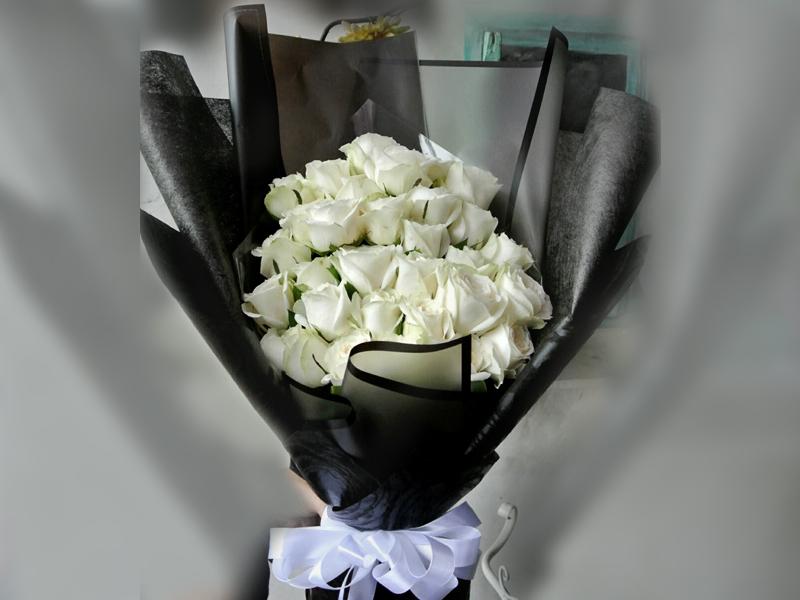 30-white-roses-700k