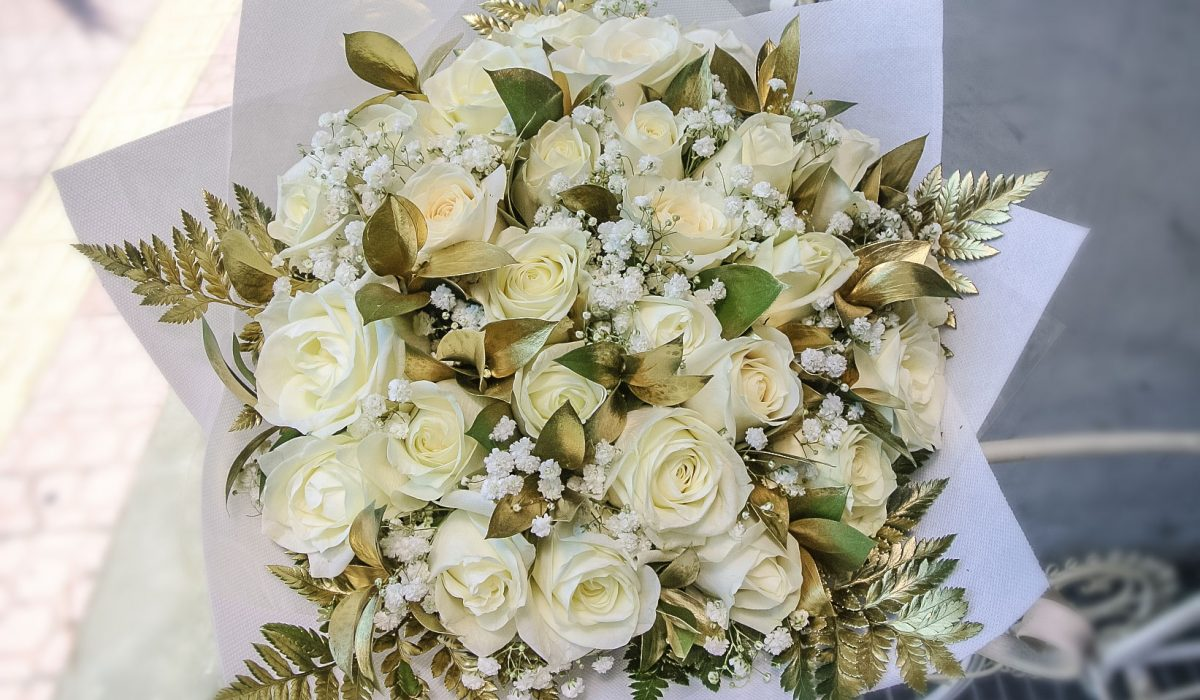 white-roses-gold-leaves-bali-flowers