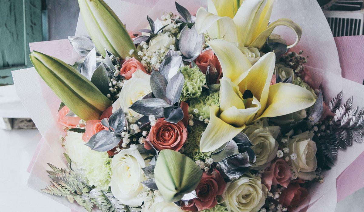 hand-bouquet-mix-flowers-bali