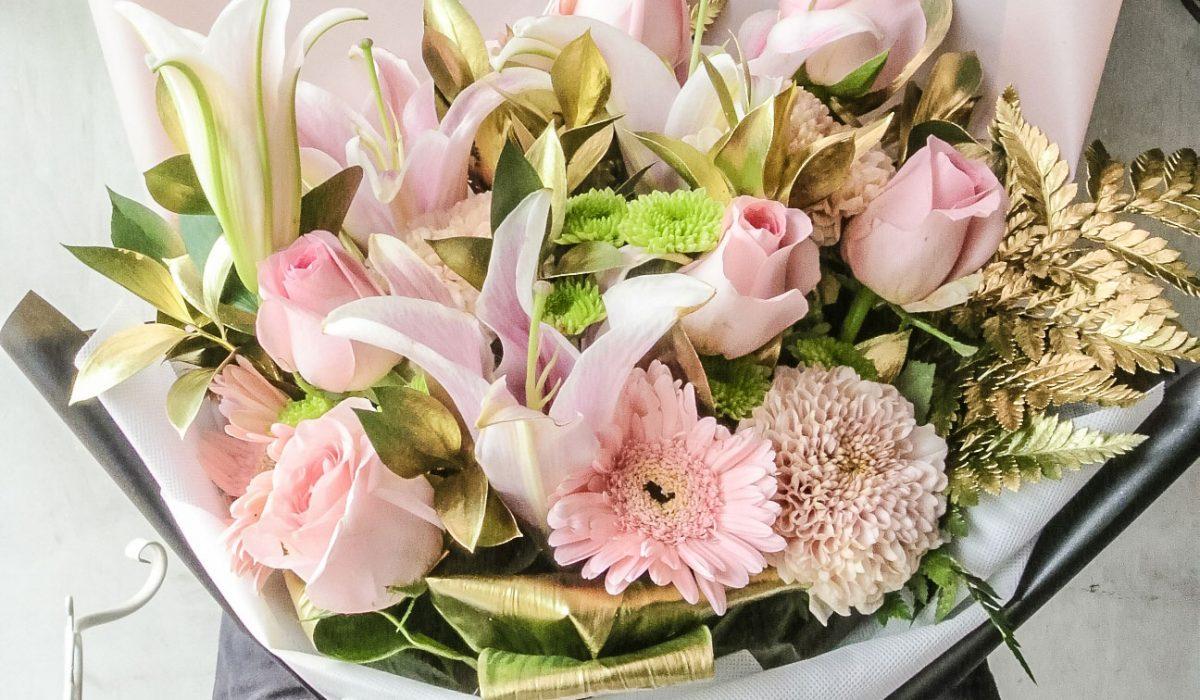 mix-pink-flowers-bouquet-500k